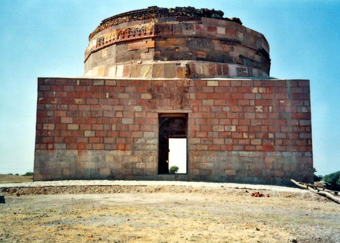 Tomb of Rani Roopmati & Bazbahadur,Sarangpur, Rajgarh.jpg